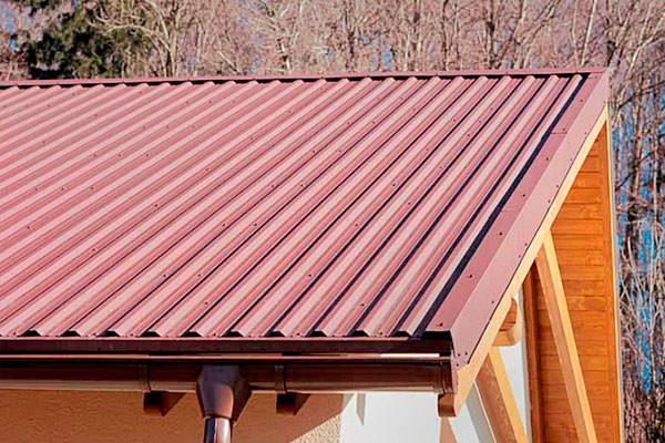 Кровля из профнастила: устройство покрытия, закрепление строительных материалов на крыше