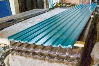 Предлагаем профнастил, сайдинг для крыши, забора: цена за лист зависит от объема поставки