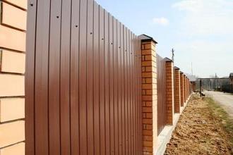 Забор из профнастила: демократичная цена за метр, строительные работы в Краснодаре
